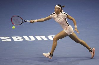Petra Kvitova wins, Caroline Garcia out in St. Petersburg