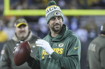 Rodgers aims to be NFL starter at age 40, like Brady