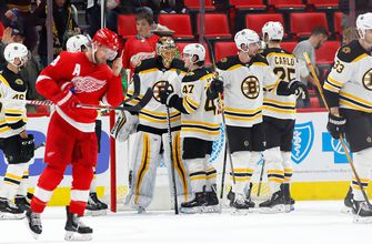 Bruins hang on for 3-2 victory over Red Wings